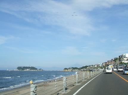 近づく江ノ島.JPG